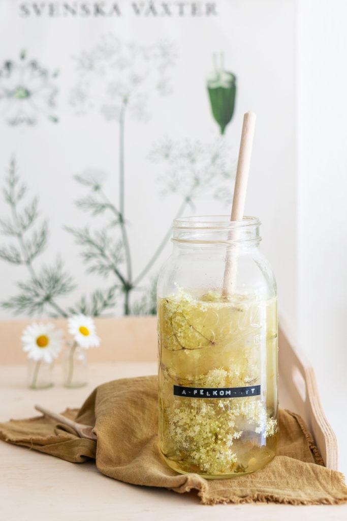 Holunderblüten Limonade mit Löwenzahn | Gesunde vegane Rezepte, Fermentation, Nachhaltigkeit - Syl Gervais