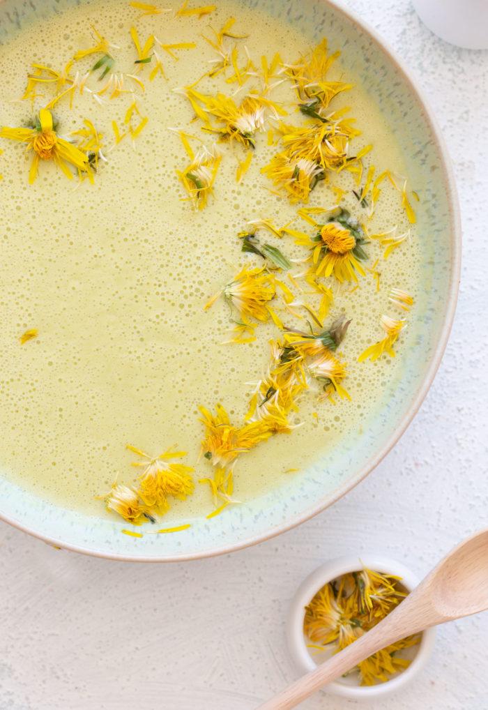 zucchini-suppe mit kokosmilch