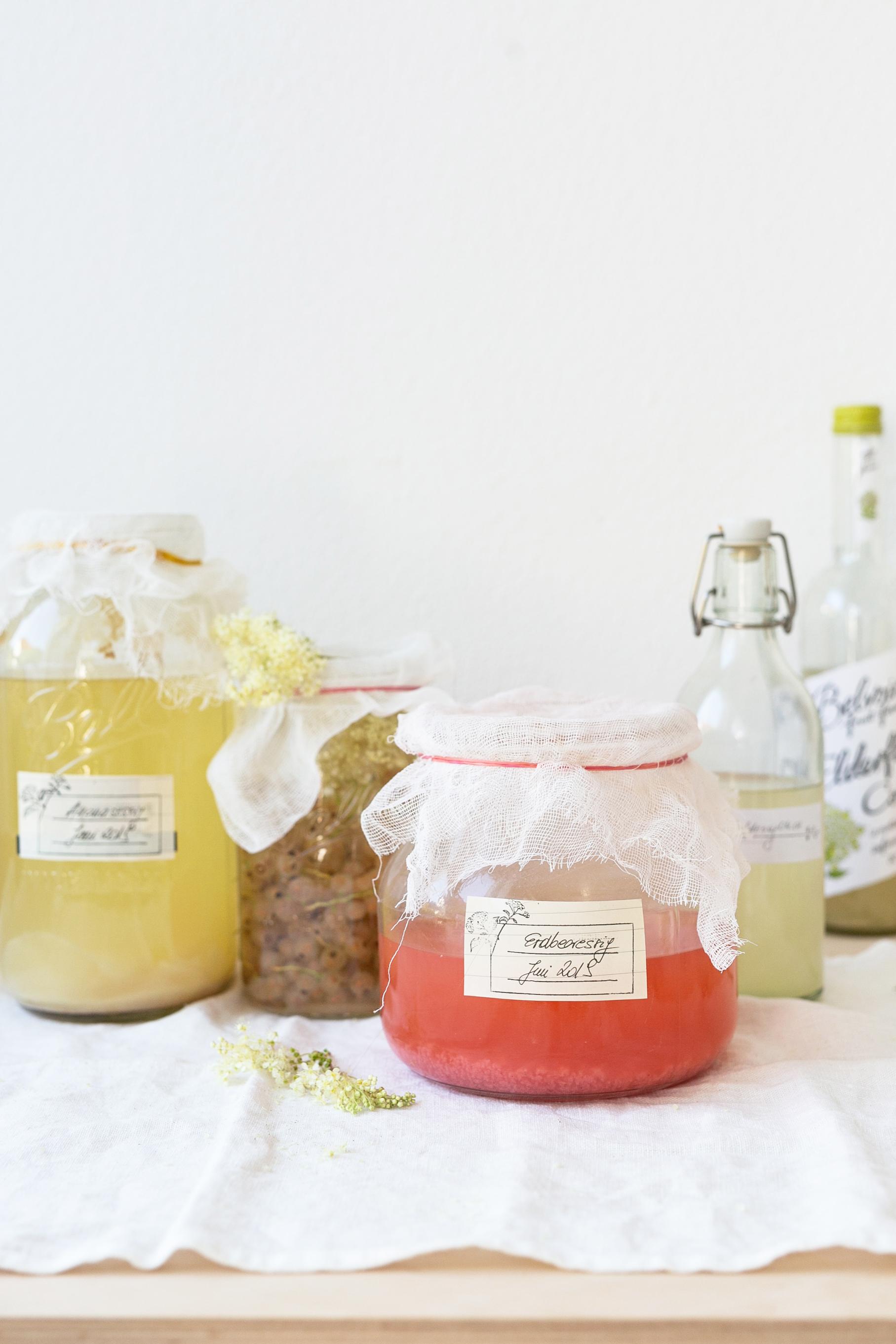 Erdbeeressig selber machen aus frischen Erdbeeren | Gesunde vegane Rezepte, Fermentation, Nachhaltigkeit - Syl Gervais