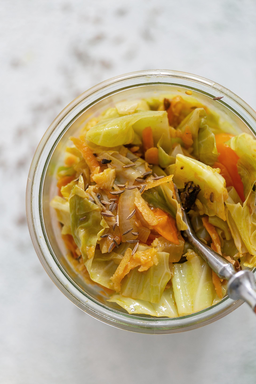 Spitzkohl mit Quitte und Waldpilzen   Gesunde vegane Rezepte, Fermentation, Nachhaltigkeit - Syl Gervais