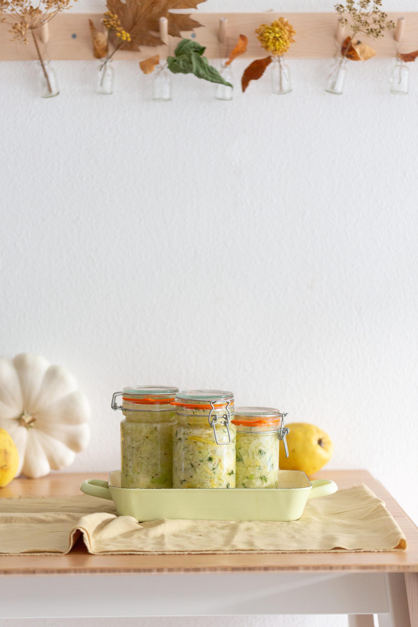 3 Glaeser mit Sauerkraut