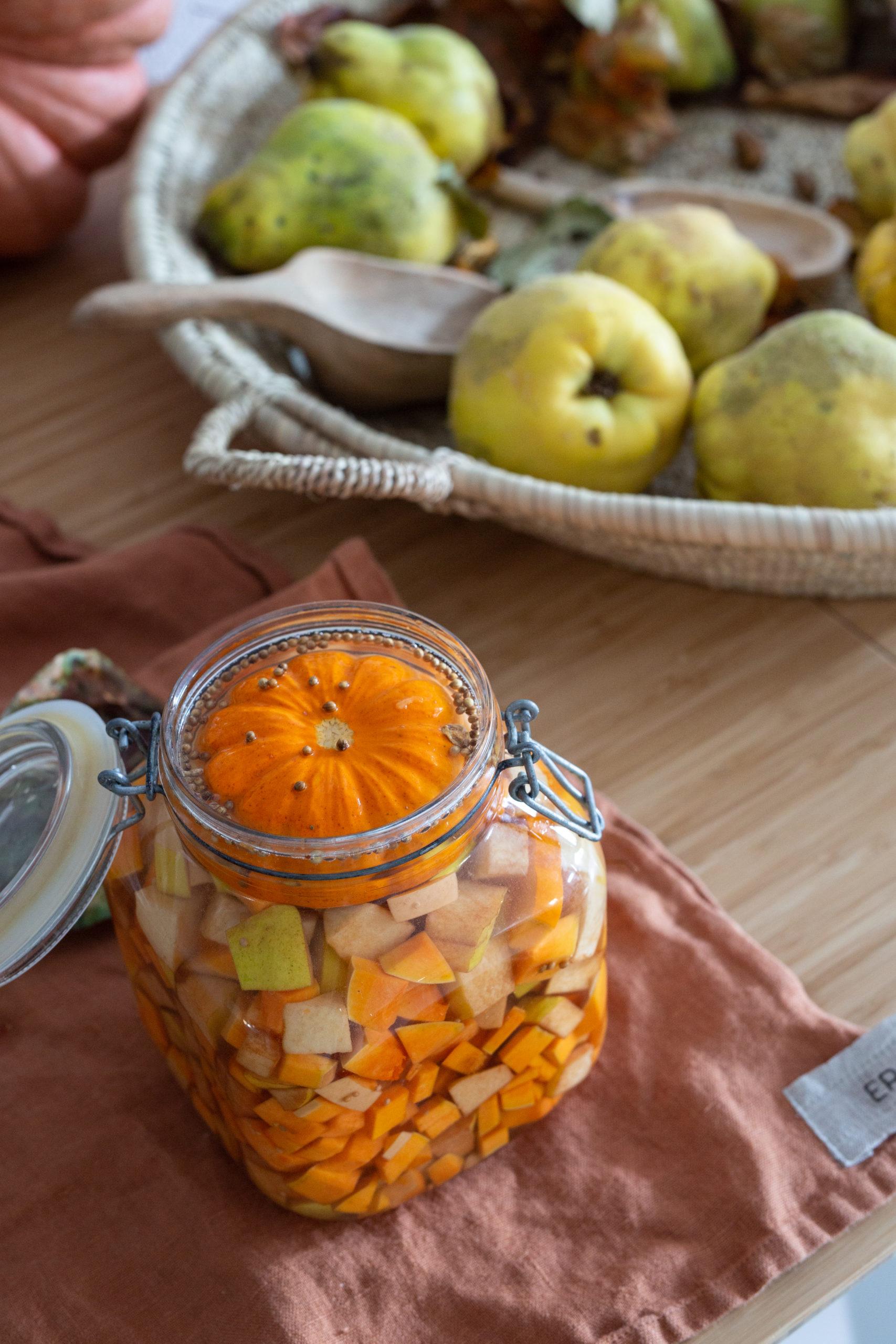 Quitten - Thymian - Ingwer Sirup - rohköstlich | Gesunde vegane Rezepte, Fermentation, Nachhaltigkeit - Syl Gervais